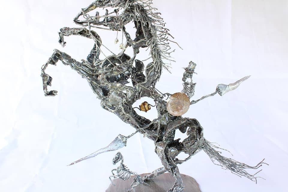 Cheval cabré avec son cavalier en métal