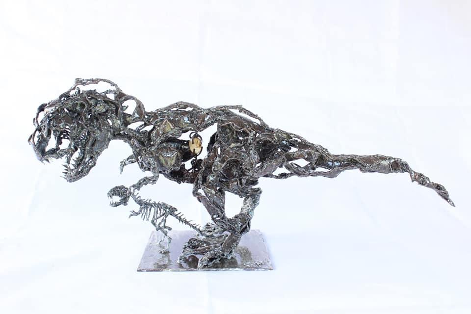 Dinosaure en métal