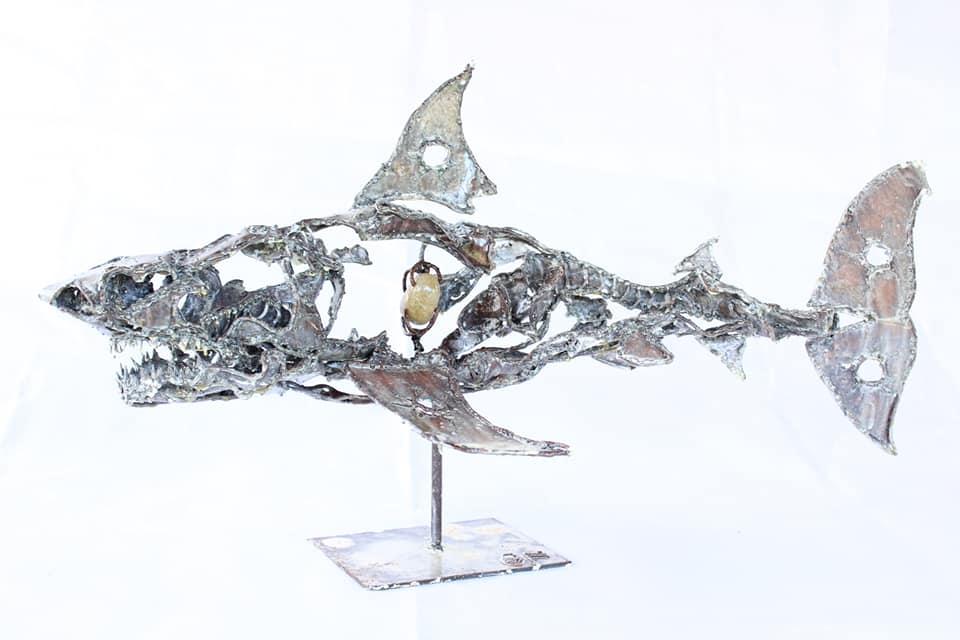 Requin en métal