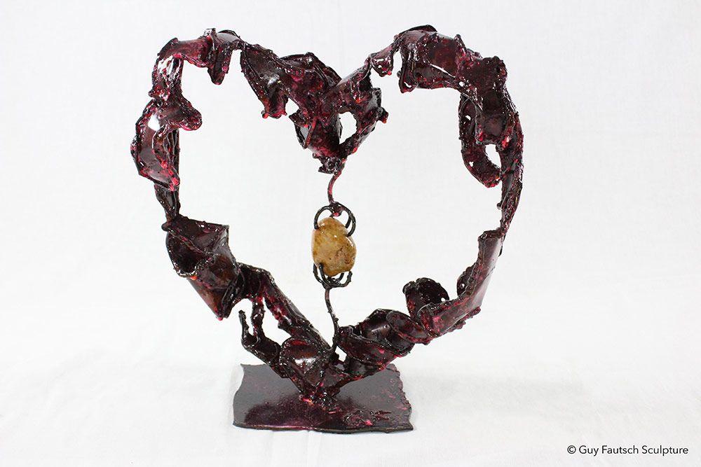 Coeur métallique avec pierre en son centre