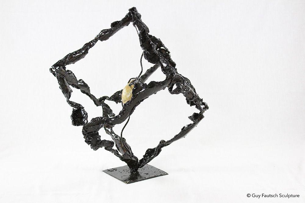 Sculpture en métal cubique