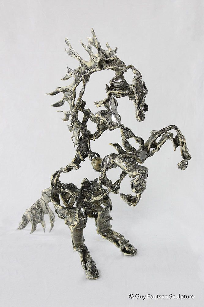 Sculpture de cheval en métal