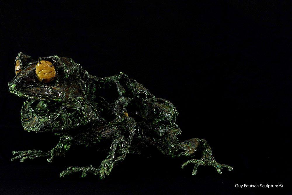 Sculpture de grenouille en métal