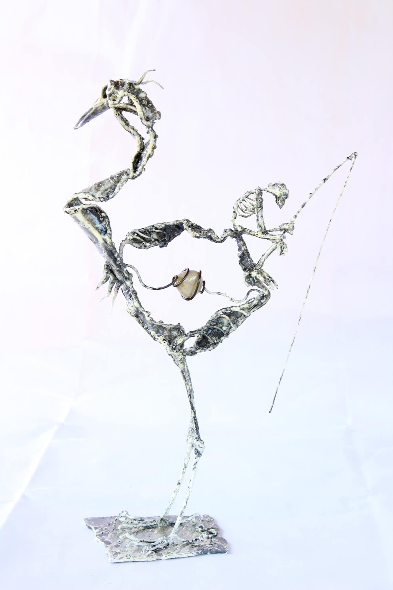 Sculpture de héron et son pêcheur en métal