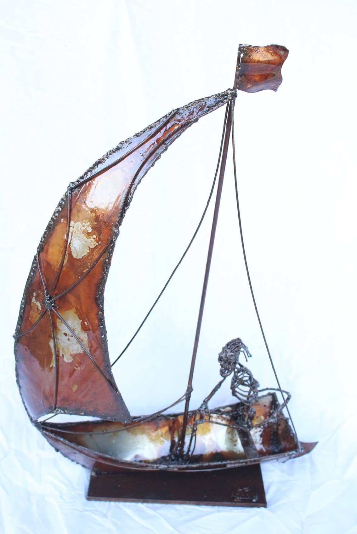 Sculpture de petit bateau